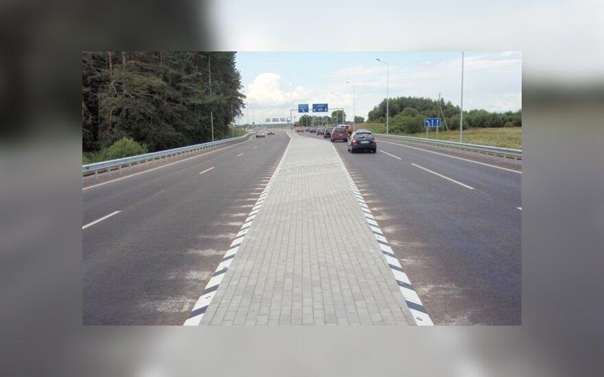 Kaip ir kodėl skiriamosios salelės keliuose padeda išvengti eismo įvykių?