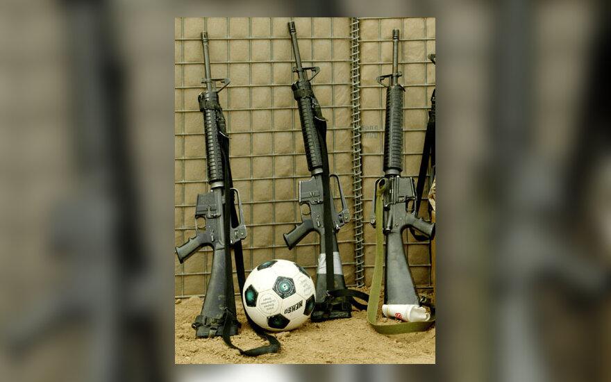 Karas, ginklai