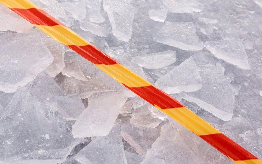 Tirpstantis ledas žvejų kamikadzių nebaido
