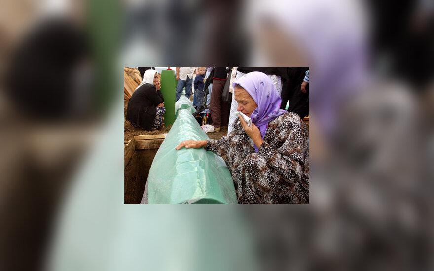 Perlaidojami Srebrenicos žudynių aukų kūnai