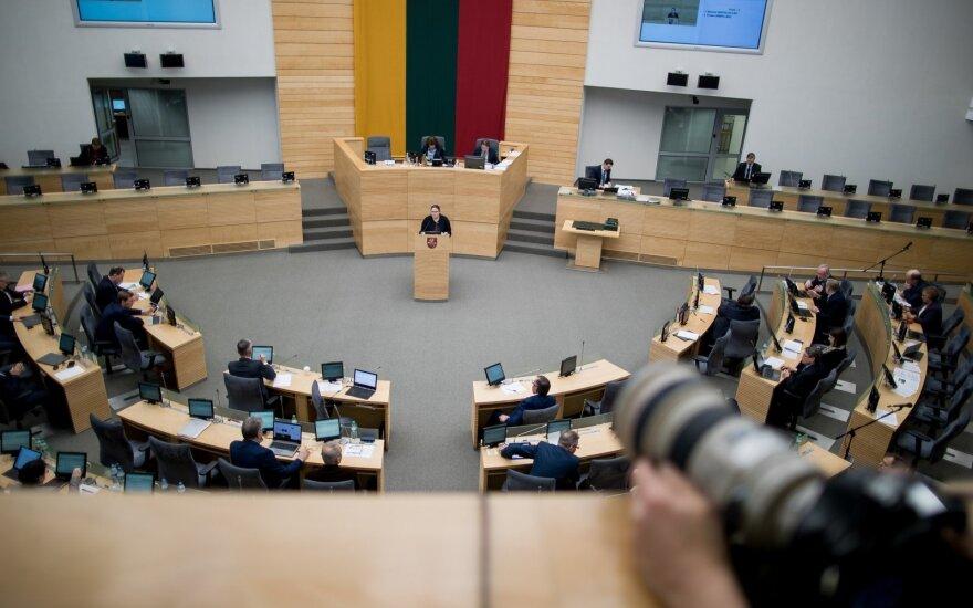 Neužbaigus prasidėjusios apkaltos, siūloma Seimo nariui ar savivaldybės tarybai neleisti atsistatydinti