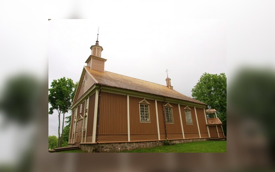 Iš pelenų kyla Labanoro bažnyčia