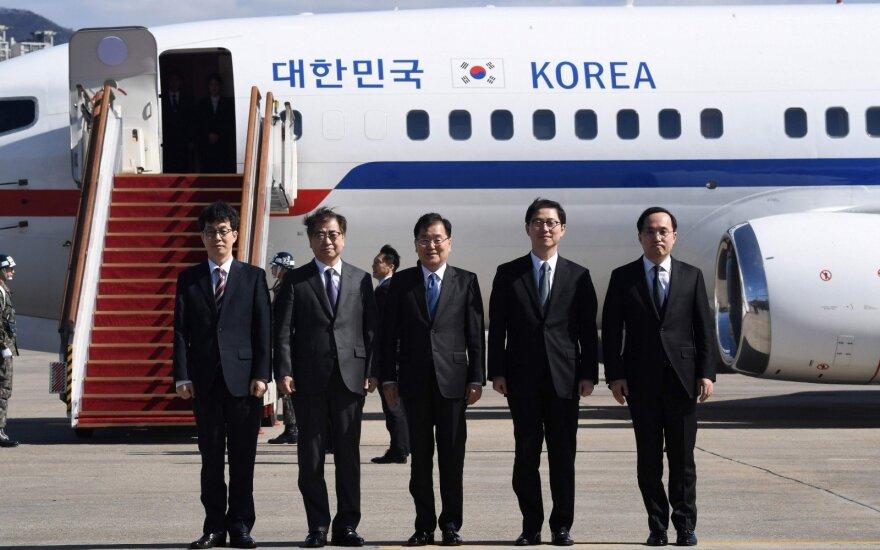 JAV ir Pietų Korėja atidėjo Šiaurės Korėjos kritikuotas bendras karines pratybas