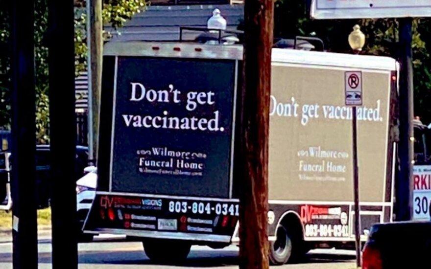 """""""Laidojimo namų"""" reklama siunčia žinią nesiskiepijantiems"""