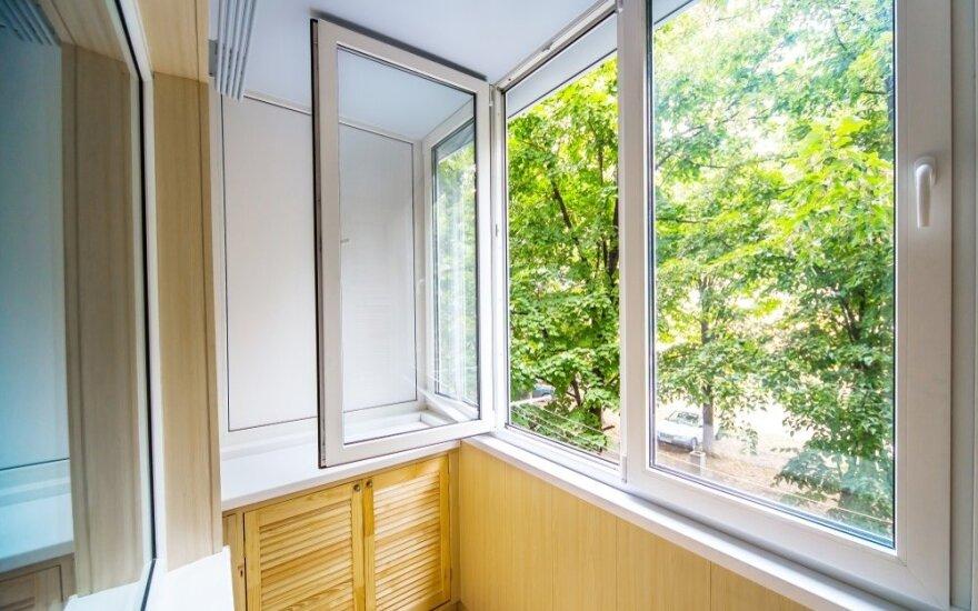 Norėjo pasikeisti langus, bet prisidarė papildomų problemų: už broką niekas neatsako