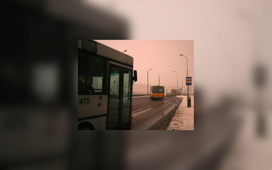 Vežėjai autobusais jungiasi į bilietų pardavimo sistemą