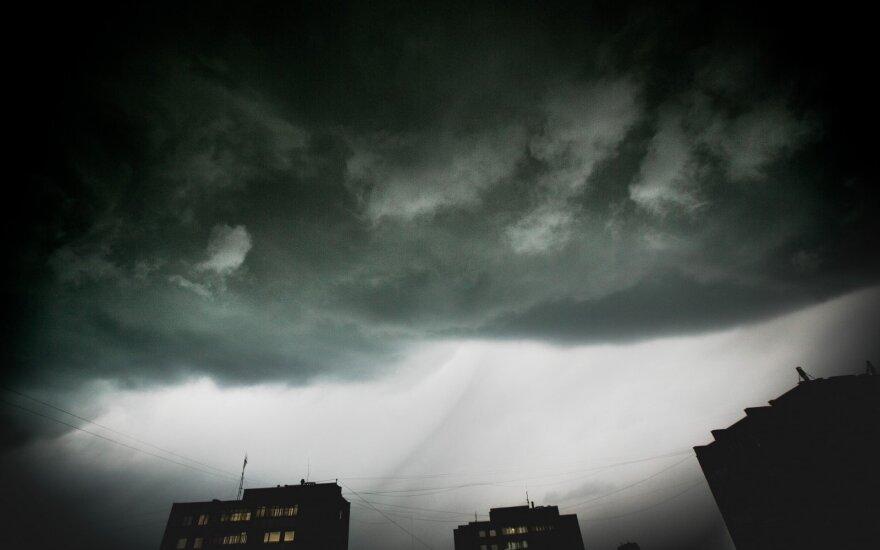Šiluma baigėsi: laukia lietus ir vėsa