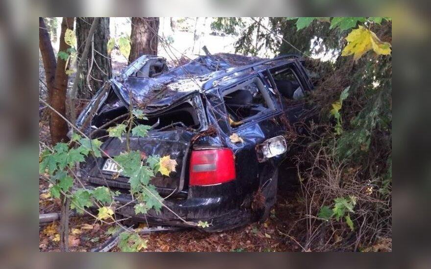 Tragedija prie Šventosios: šalia sumaitoto automobilio rastas jauno vyro kūnas