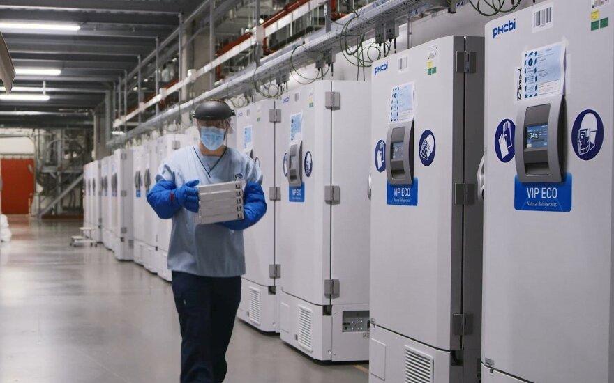 """EVA: """"Pfizer-BioNTech"""" vakciną mėnesį galima laikyti šaldytuve"""