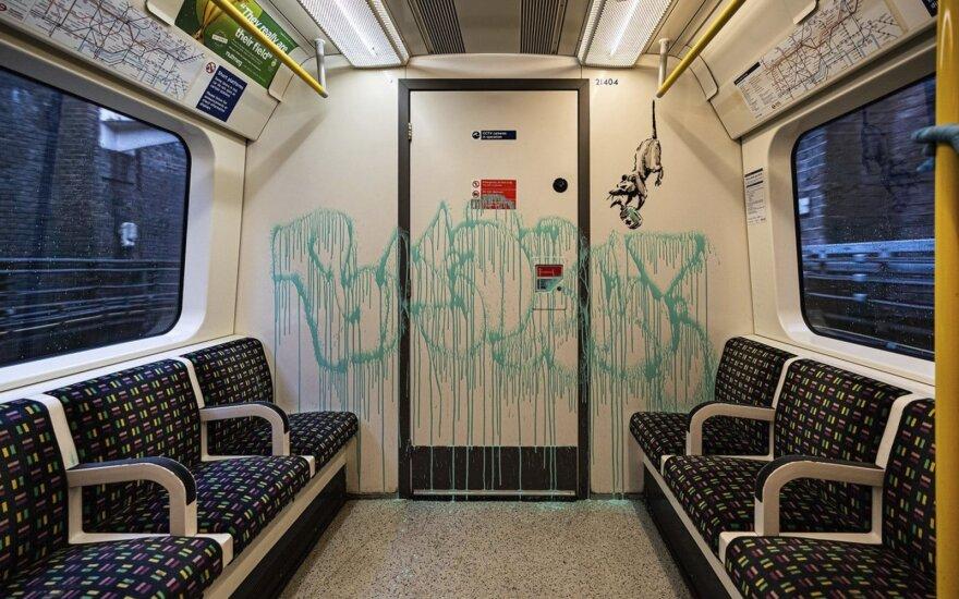 Banksy darbas Londono metro