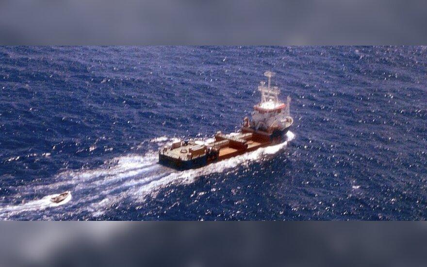 Piratai pagrobė laivo kapitoną rusą ir du įgulos narius