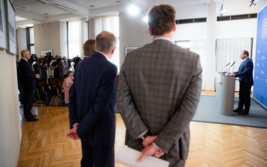 """Skvernelis abejonių dėl """"lenkų"""" neturi, tačiau klausimą kelia """"tvarkiečių"""" patikimumas"""
