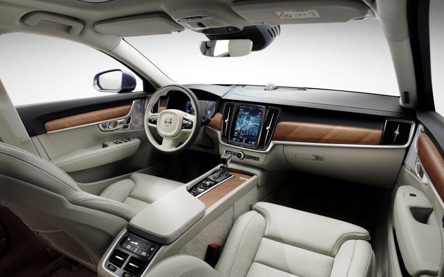 """Volvo S90"" interjeras"