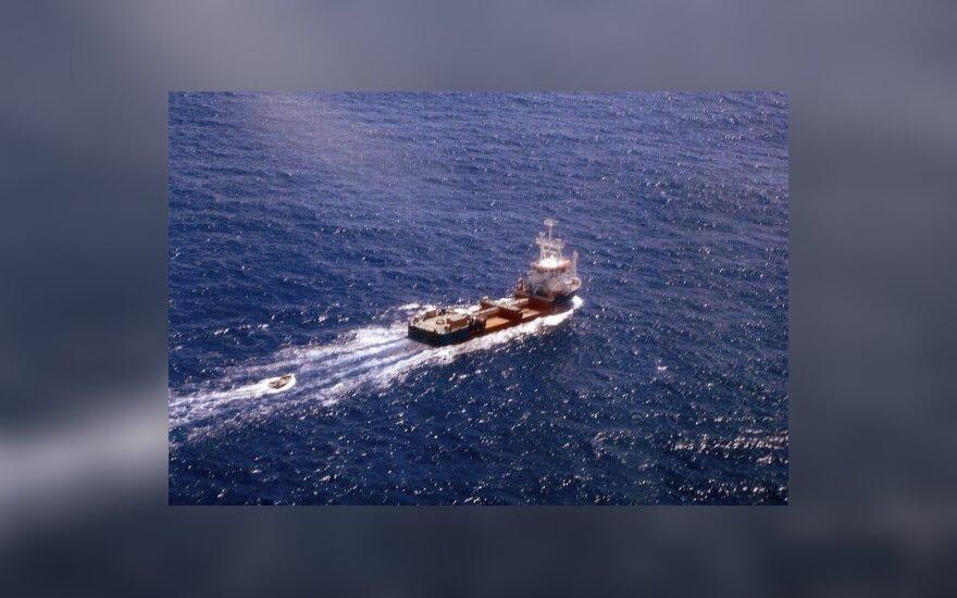 Somalio piratai paleido Libano laivą, bet atakavo kitą