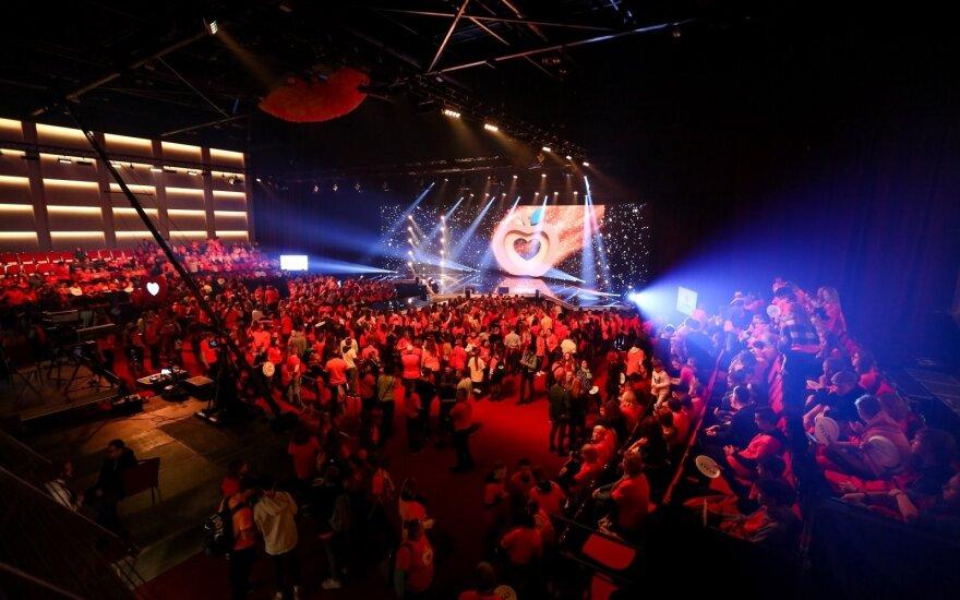 Žinomiausiems šalies atlikėjams pavyko surinkti 160 tūkst. eurų skurstantiems