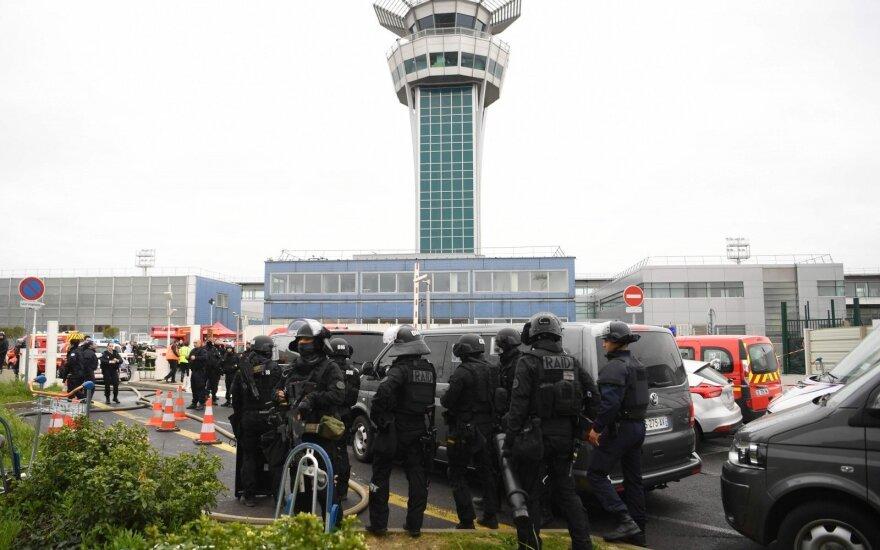 Vyras, užpuolęs kariškius Orly oro uoste, buvo apsvaigęs nuo narkotikų