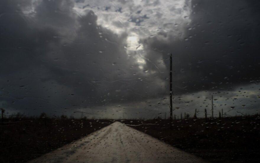"""Prie JAV artėjantis uraganas """"Humberto"""" sustiprėjo iki pirmos kategorijos"""