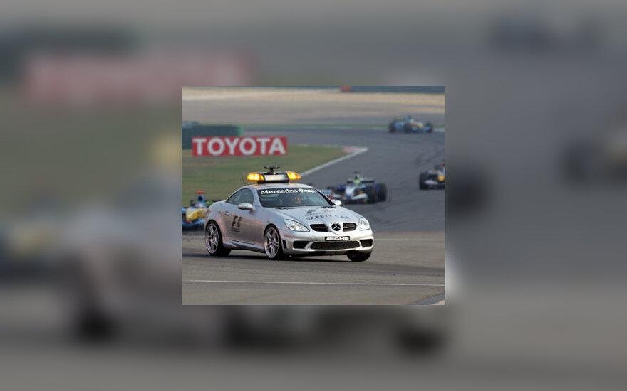 """Formulės-1"" saugos automobilis"