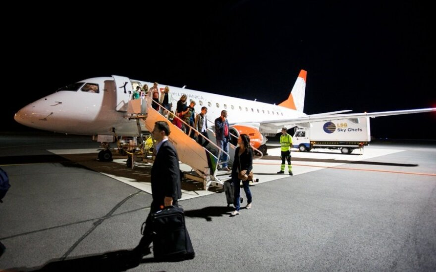 """Čekijoje įstrigę """"Air Lituanica"""" keleiviai: neturime nei vandens, nei maisto"""