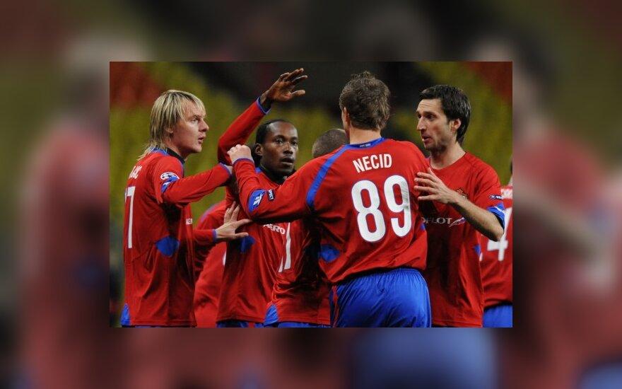 Deividas Šemberas (dešinėje) su CSKA komandos draugais