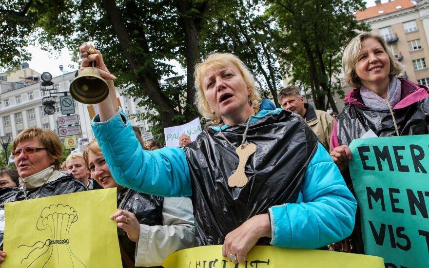 Masiniais streikais grasinantiems mokytojams – ministerijos atkirtis: Jūsų atlyginimas – didesnis už vidutinį šalyje