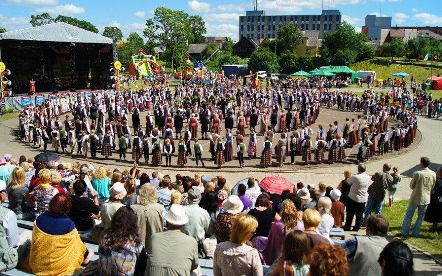 """Plungės miesto šventės metu vyks tarptautinis folkloro festivalis """"Saulelė raudona"""""""