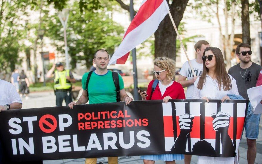 Lietuvoje gyvenantys baltarusiai susirinko į piketą Vilniuje