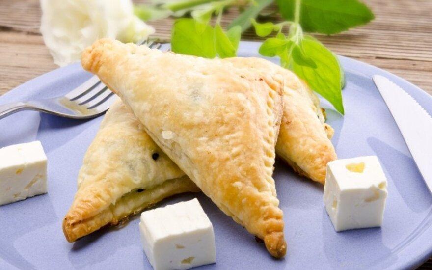 Graikiški sluoksniuotos tešlos pyragėliai su feta