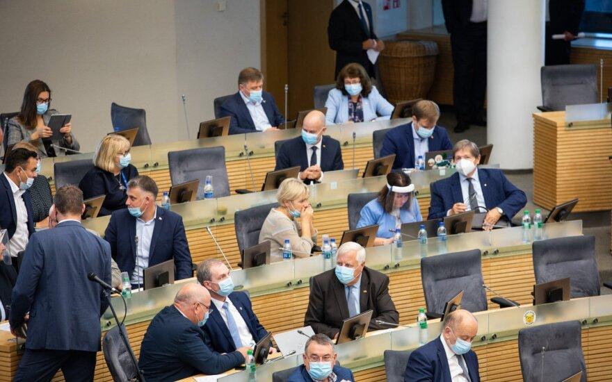 Virusui plintant Seime pratrūko ir patys parlamentarai: kokį pavyzdį mes rodome tautai
