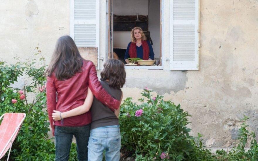 """SCANORAMA. DELFI apžvalgininkė – apie filmą """"Ji jau pakeliui"""""""