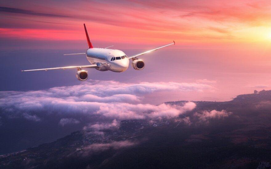 Kodėl visi lėktuvai šiais laikais yra dažyti?