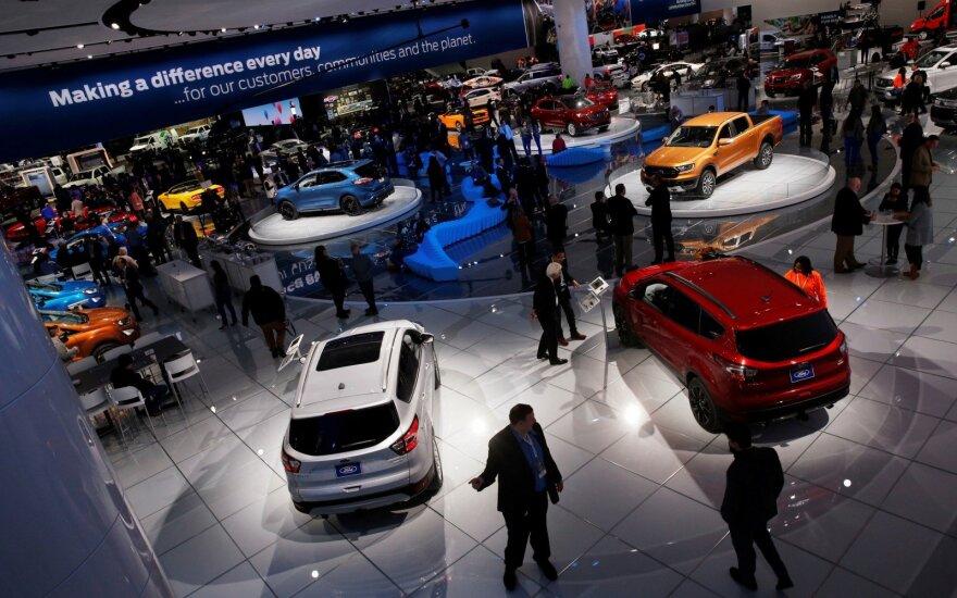 Trumpo administracija svarsto galimybę automobiliams nustatyti 25 proc. importo muitą