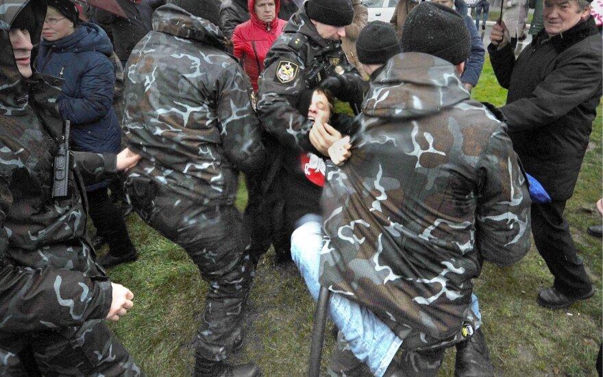 """Baltarusijoje dviem """"neveltėdžių eitynių"""" organizatoriams skirtas areštas"""