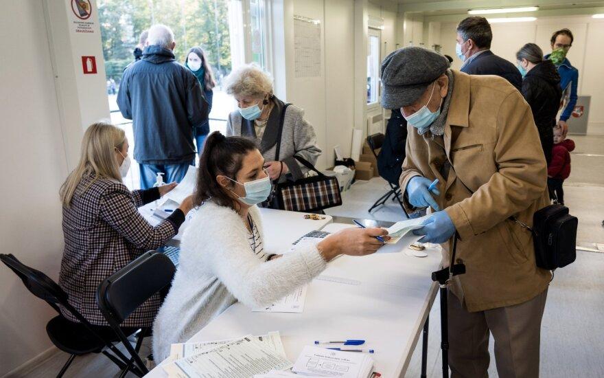 Vilniuje atidarytas naujas balsavimo punktas: balsuoti galės tik po vieną automobiliu atvykę rinkėjai