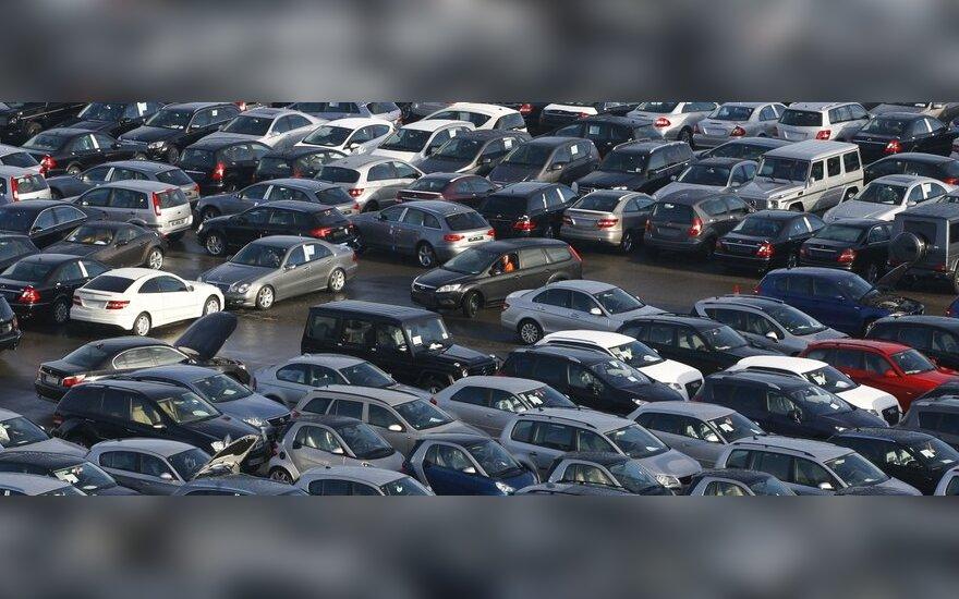 Naujų automobilių registruojama daugiau, bet gerokai mažiau nei prieš krizę