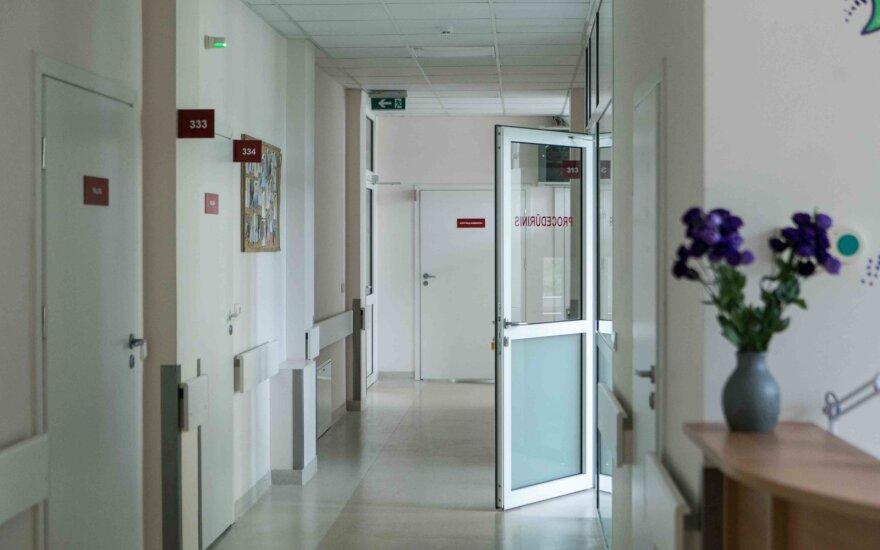 Biržų ligoninės rūsyje paminėtas mediko jubiliejus: policija aiškinasi situaciją