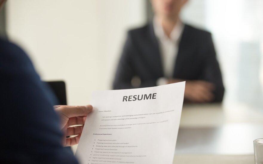Darbo paieškos varo į neviltį: atlyginimus siūlo gerus, bet reikalavimai per dideli