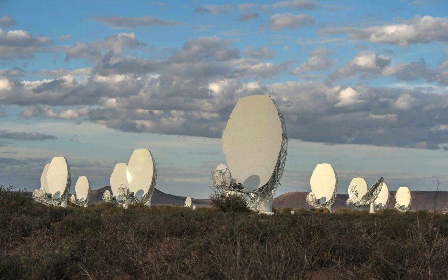 """MeerKAT"" – 64-ių antenų radijo teleskopas"