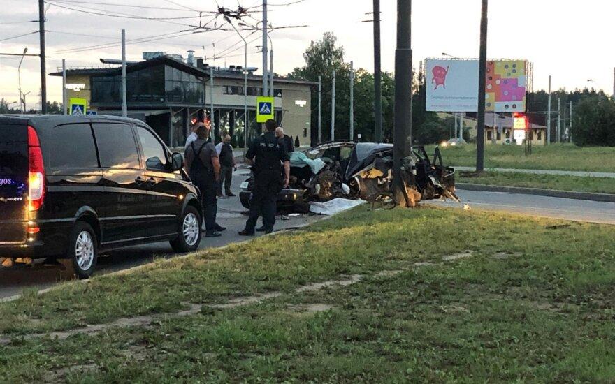 """Kaune """"Audi"""" rėžėsi į stulpą: žuvo vairuotojas, sužaloti trys keleiviai"""
