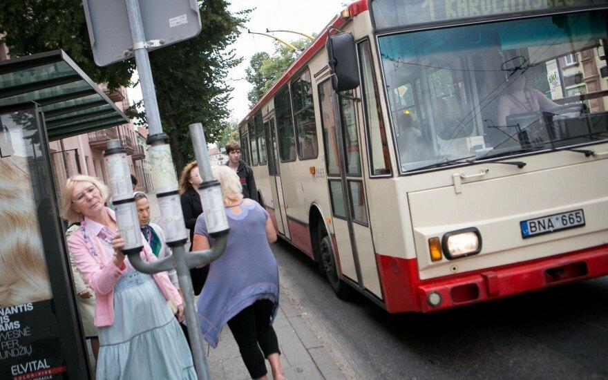 Kelionė viešuoju transportu per karščius nepakeliama: į darbą ateinu jau šlapias