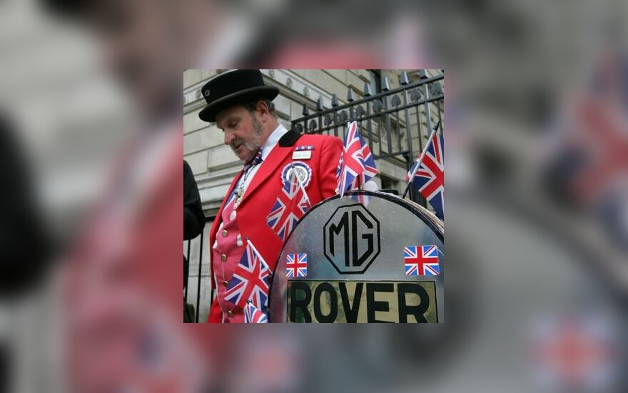 """Londone protestuoja bankrutavusios """"MG Rover"""" bendrovės darbuotojai ir jų žmonos"""