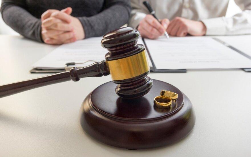 Teisininko komentaras. Kaip elgtis, jeigu skyrybų metu paaiškėja, jog bendras turtas yra įregistruotas svetimu vardu?