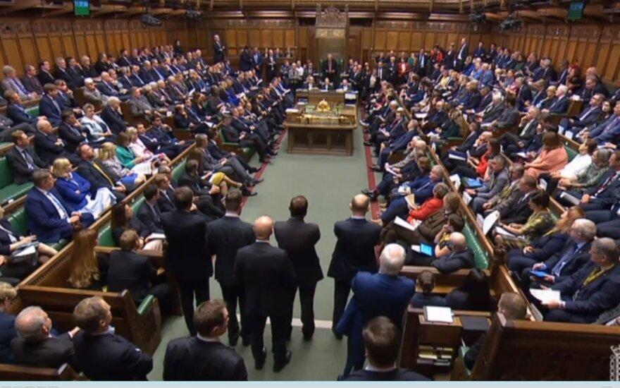 JK parlamentarai po teismo sprendimo grįžta į darbą