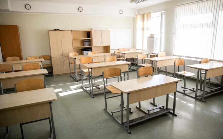 Iššūkis abiturientams: šiandien laikoma anglų kalbos egzamino klausymo, skaitymo ir rašymo dalis