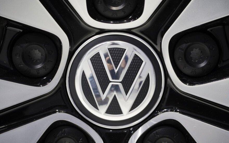 """Pakeliui į viršūnę """"Volkswagen"""" didina investicijas į gamybą"""