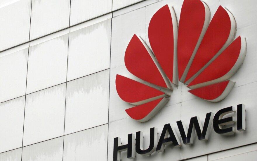 """JAV pasiuntinys Europai: neleiskite """"Huawei"""" kontroliuoti savo tinklų"""