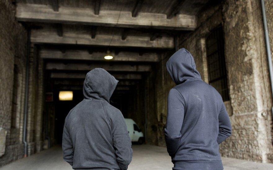 Paauglių gaujos įbauginti klaipėdiečiai: apsiginklavę peiliais jie tyko, grasina sudeginti, pakarti ir pakasti