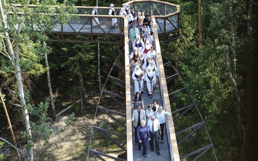 Medžių lajų taką prie Anykščių savaitgalį aplankė 11 tūkst. žmonių