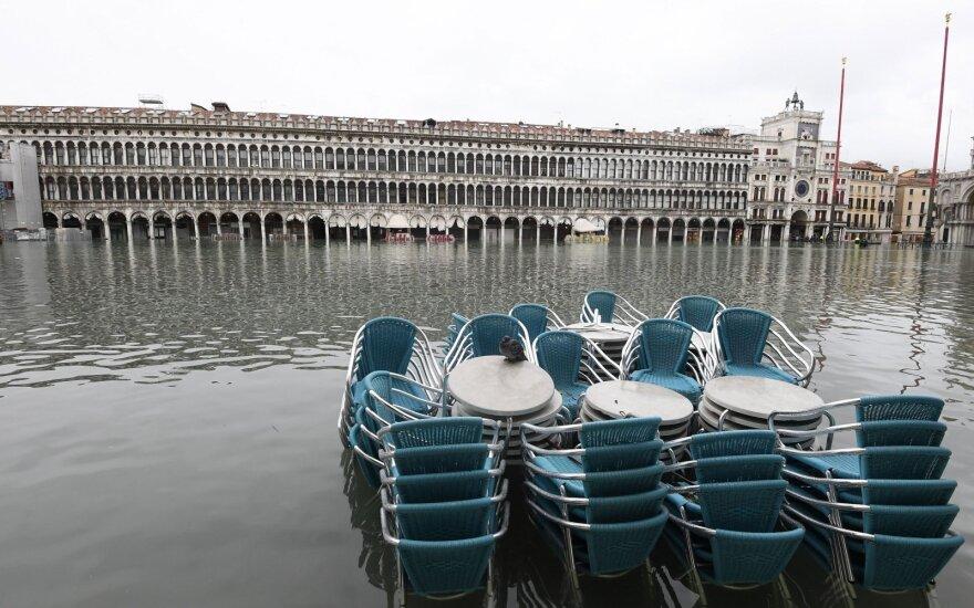 Venecija kenčia nuo gąsdinančio dviejų reiškinių derinio