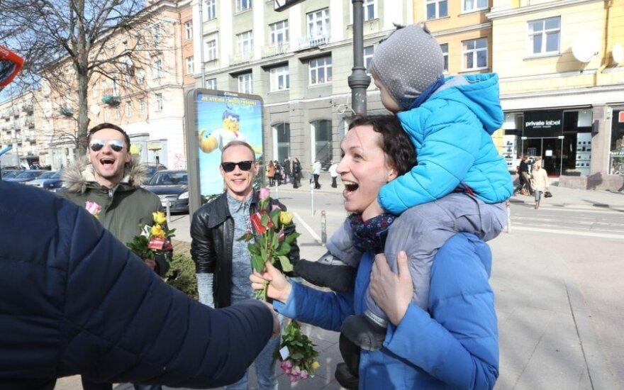 Aktoriai sveikino Vilniaus moteris Kovo 8 dienos